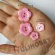 RÓŻ STONOWANY guziki kwiatuszki - 10szt